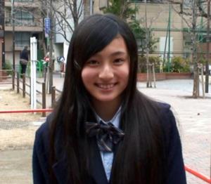 笑顔の吉川愛